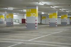 Lote de estacionamento esta maneira imagem de stock royalty free