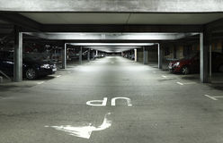 Lote de estacionamento na noite Fotografia de Stock Royalty Free