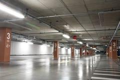 Lote de estacionamento subterrâneo Imagens de Stock Royalty Free