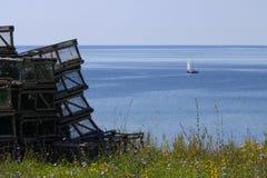 Lote de gaiolas da lagosta pelo mar Fotografia de Stock Royalty Free