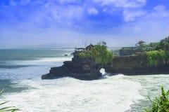 Lote de Tanah. Oceano e nuvens. Imagem de Stock