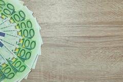 Lote do dinheiro do Euro isolado na mesa Fotografia de Stock