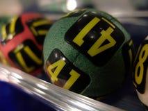 Loterijballen tijdens extractie Stock Afbeeldingen