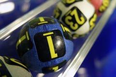Loterijballen tijdens extractie Stock Afbeelding