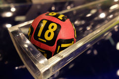 Loterijballen tijdens extractie Stock Foto's
