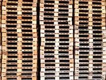Lotes da pálete de madeira Fotografia de Stock Royalty Free