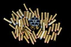 Lotes das balas e do carregador do revólver Imagem de Stock Royalty Free