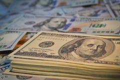Lotes de cem notas de dólar Foto de Stock Royalty Free