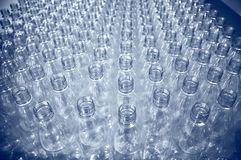Lotes de frascos plásticos foto de stock