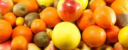 Lotes de frutos frescos, suculentos Imagens de Stock