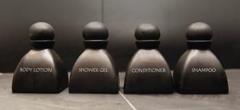 Lotion van het lichaam, shampoo, douchegel en veredelingsmiddel i Stock Foto