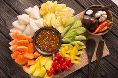 Lotis rujak lub buah owoc z gorącego chili pastą zdjęcia stock