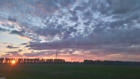 lotnicze jasne chmury wcześnie segregują puszystego lekkiego ranek halnego panoramy nieba halnego xxl Fotografia Stock