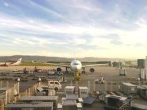 Lotniczy Algeria Aerobus A330-203 taxi przy houari Boumediene lotniskiem Lotniczy Algeria jest krajowym airlin Obraz Royalty Free