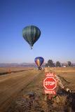 lotniczy balony krzyżują gorącego pas startowy Zdjęcie Royalty Free