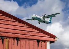 Lotniczy Caraibes samolot ląduje Zdjęcia Royalty Free