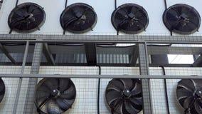 Lotniczy conditioner jednostki fan wirować Przemysłowa klimatyzacja na ścianie outdoors Płodozmienni wielcy przemysłowi fan zdjęcie wideo
