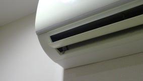 Lotniczy Conditioner na ścianie która wiatrowy ostrza chodzenie, chlanie i pracuje zdjęcie wideo