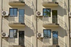 Lotniczy conditioners na balkonach zdjęcia royalty free