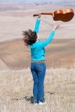 lotniczy dziewczyny gitary miotania potomstwa Fotografia Royalty Free