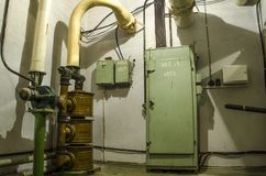 Lotniczy puryfikacja system w starym schronie, fotografia stock