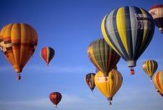lotniczych ballons gorący przejażdżki turyści Zdjęcie Royalty Free
