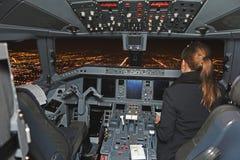 Lotnika latający samolot przy południem zdjęcia stock