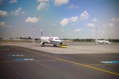 Lotnisko Ground.Pushback Obrazy Royalty Free