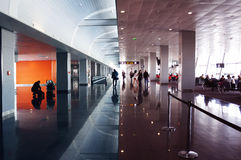 Lotnisko Międzynarodowe Śmiertelnie Biznesowa podróż Obraz Royalty Free