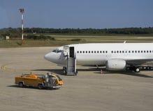 lotnisko parkujący samolot Obrazy Royalty Free