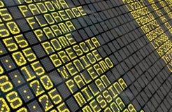 Lotniskowa odjazd deska z Włoskimi miejscami przeznaczenia Zdjęcie Royalty Free