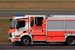 Lotniskowa pożarniczego wojownika ciężarówka zdjęcia stock