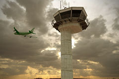 Lotniskowa wieża kontrolna Obrazy Royalty Free