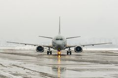 lotniskowa zły pogoda Temat pogoda, opóźnienie i odwoływający lot zdjęcie stock