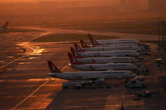 Lotniskowe operacje w Istanbuł Atatà ¼ rk lotnisku Fotografia Royalty Free