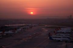 Lotniskowe operacje w Istanbuł Atatà ¼ rk lotnisku Obraz Royalty Free