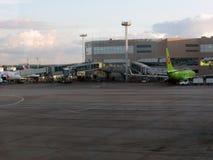 lotniskowego domodedovo Moscow opłacony parking Wewnętrzny widok międzynarodowy terminal Obraz Stock