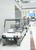 lotniskowi bateryjni samochody Dubai działający Obrazy Royalty Free