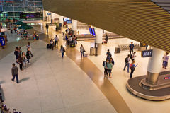 Lotniskowy Bagażowy żądanie przy nocą Obraz Royalty Free