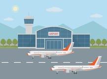 Lotniskowy budynek i samoloty na pasie startowym Zdjęcie Royalty Free