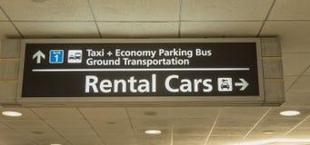 Lotniskowy Do wynajęcia samochodów transportu znak Zdjęcia Royalty Free
