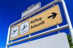Lotniskowy odjazd, przyjazd/ zdjęcia royalty free