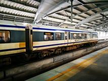 Lotniskowy połączenie kolejowe jest ekspresowego i dojeżdżającego poręczem w Bangkok, zatrzymuje przy stacją Obrazy Stock