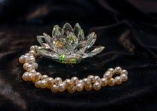 Loto di Cristal con la collana della perla Immagine Stock