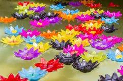 Lotos-geformte Kerzen Stockfotografie