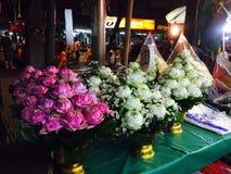 Lotosowi kwiaty przy kwiatem wprowadzać na rynek w Bangkok Zdjęcie Stock