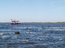 Lotosowy jezioro i łódź zdjęcia stock