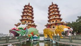 Lotosowy staw przy smoka i tygrysa pagodami zbiory wideo