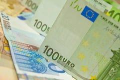 Lott av eurosedlar - stor summa av pengar Arkivfoto
