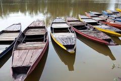 Lott av färgfartyg i sjön Royaltyfria Bilder